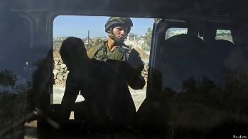140614181917_an_israeli_soldier_looks_at_palestinians_inside_a_car_near_hebron_624x351_reuters